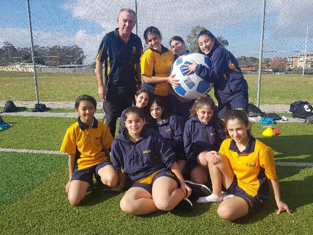 paul-wade-coaching-female-footballers-2